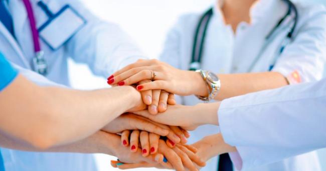 Sodelujte z medicinskimi sestrami